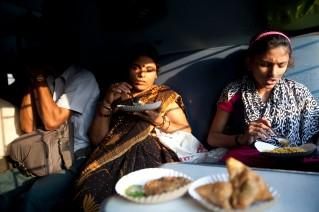 Compartiendo cena en un tren al sur de India